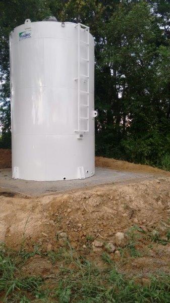 Caixa d'água metálica