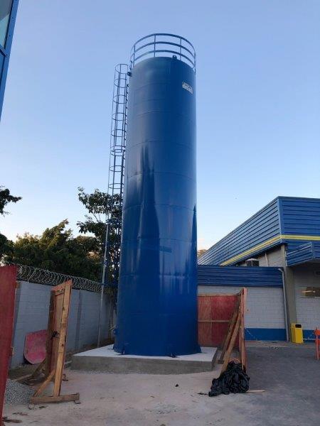 Caixa d'água metálica torre