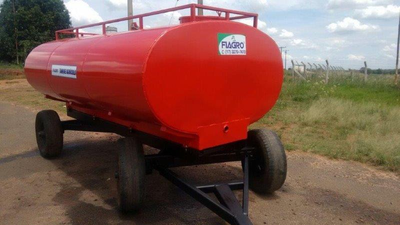 Carreta tanque para água