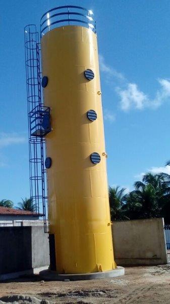 Castelo d água metálico