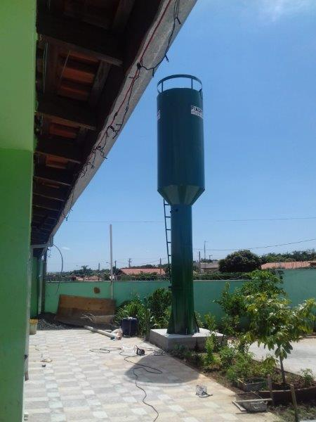 Reservatório de água tipo taça
